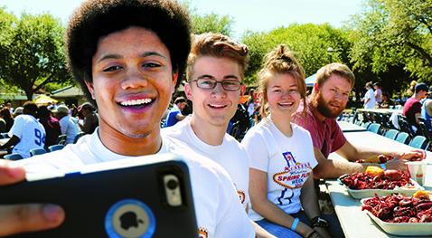 Students enjoy crawfish during Spring Fling Week