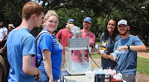Students enjoy sno-cones during Howdy Rowdy Week