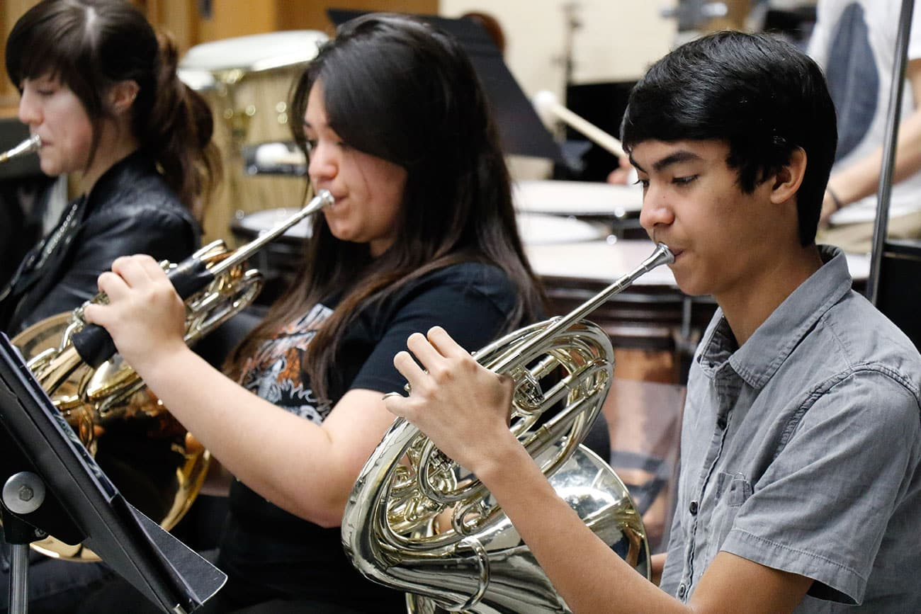 Students playing French horns