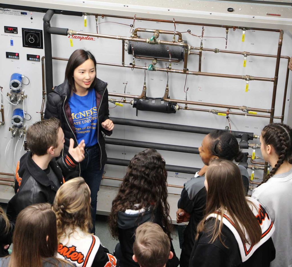 Engineering student holds demonstration for visiting high school students