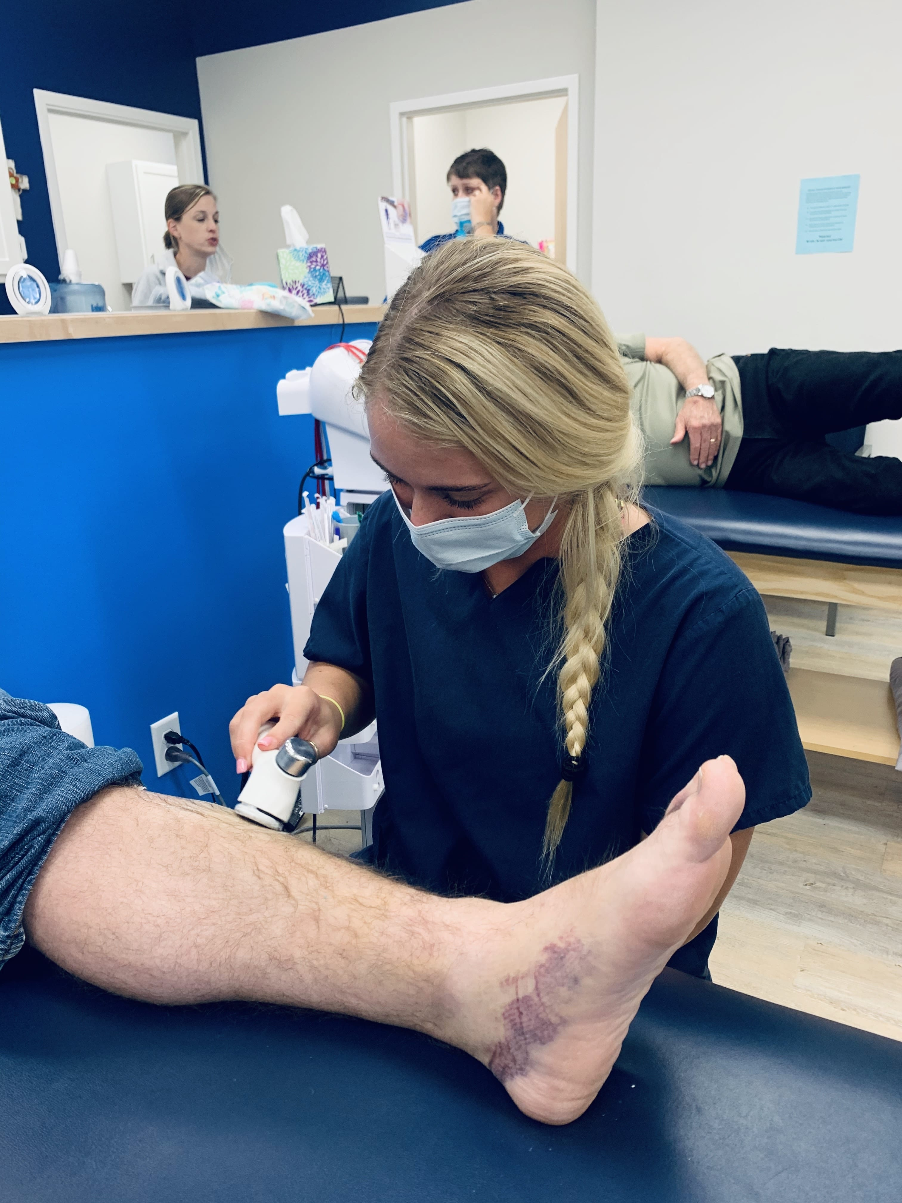 HHP student Aubrey Dillon performs an ultrasound on a patient's leg.